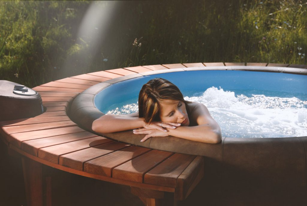 csm_softub-whirlpool-wellness-frau-pool_7aedfbb13f